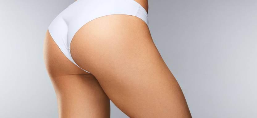 białe majtki na kobiecym biodrze